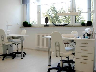 nageldesign schule schulungen zur nageldesignerin. Black Bedroom Furniture Sets. Home Design Ideas
